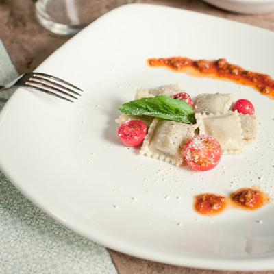 TUXTON BWH-105J DuraTux 28 oz. White Square Coupe China P...