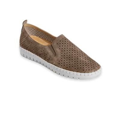Women's Fresh Gored Slip-Ons by Easy Street, Natural Tan 8.5 W Wide